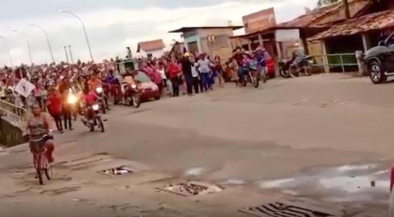 Grupo queima máscaras e protesta 'contra' Covid-19 no Maranhão ...